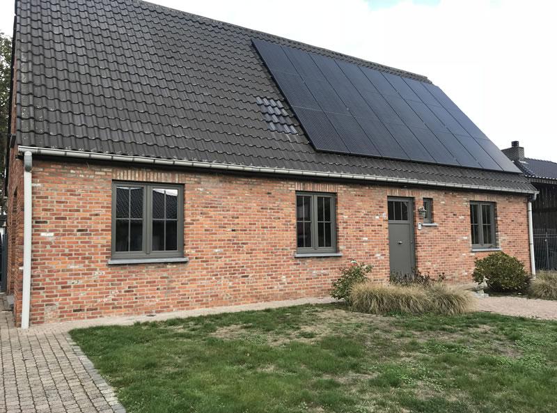 Aanpassen raam en deuropeningen en plaatsen van blauwe hardsteen of arduinen dorpels (1/2)