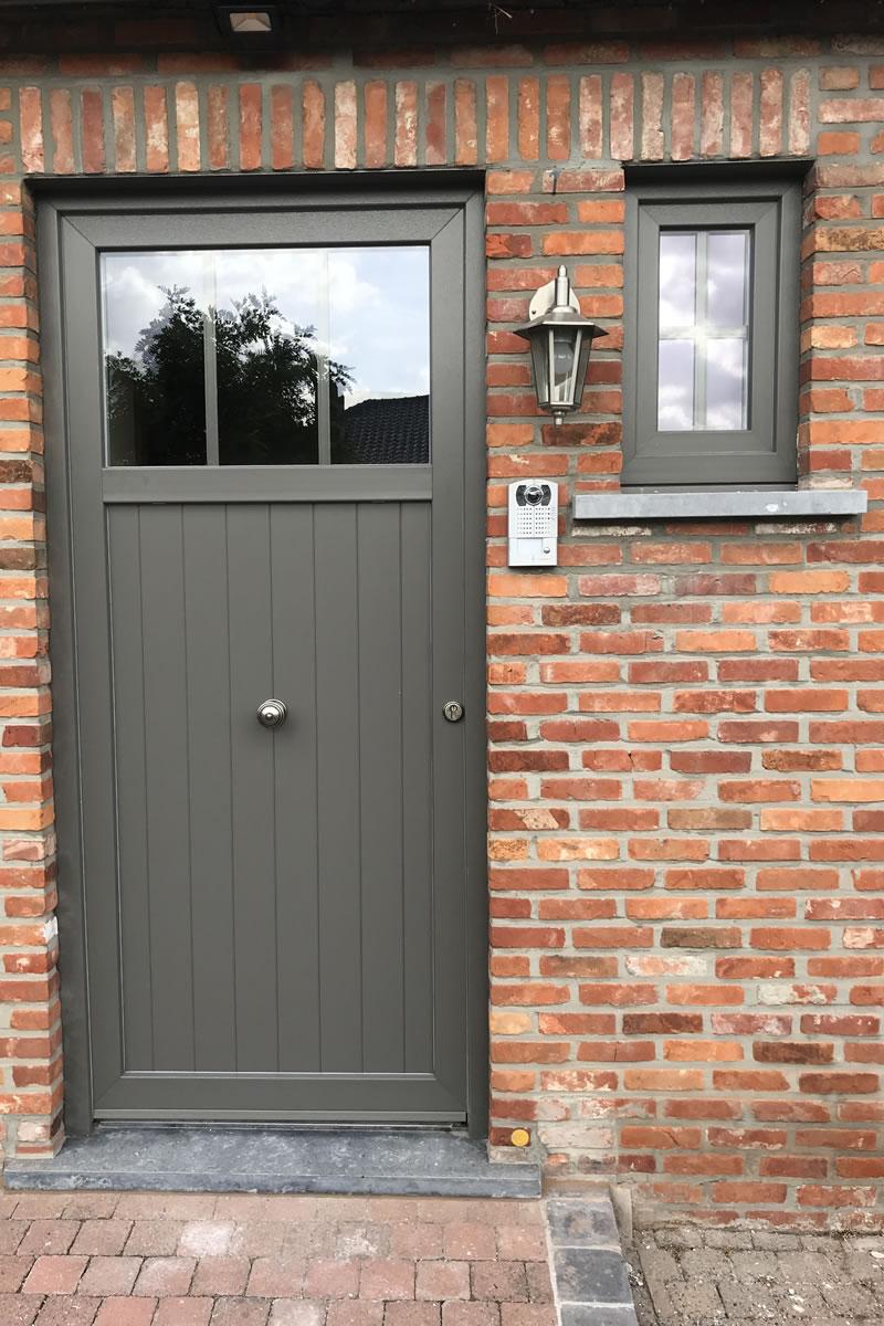 Aanpassen raam en deuropeningen en plaatsen van blauwe hardsteen of arduinen dorpels (2/2)