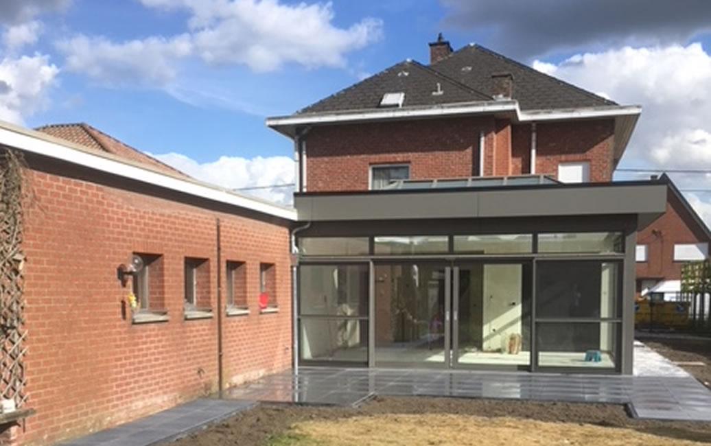 Plaatsen van terrasvloer, klinkerwerken en nieuwe veranda (10/10)