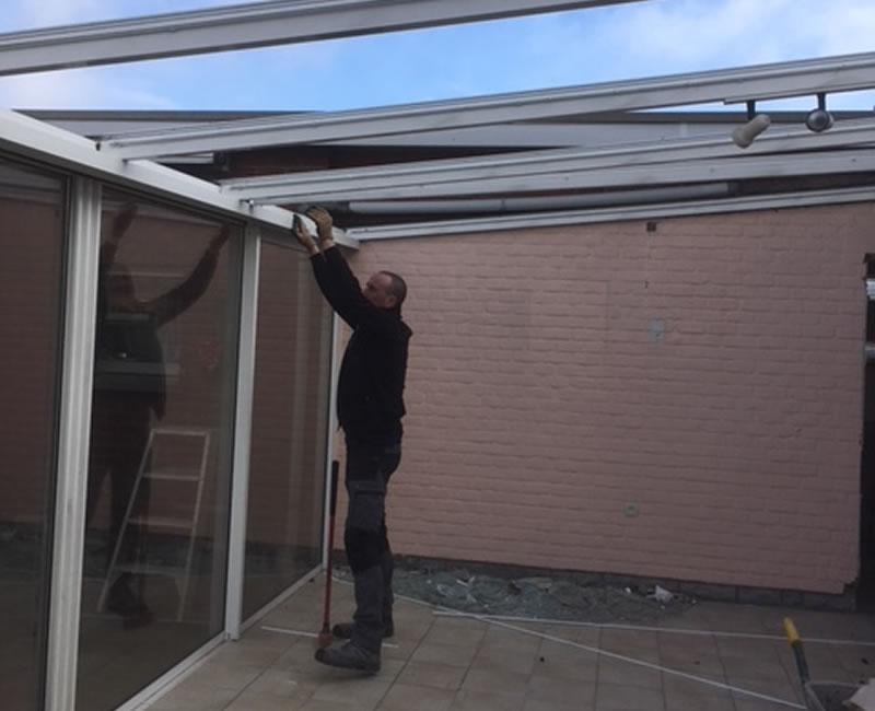 Plaatsen van terrasvloer, klinkerwerken en nieuwe veranda (4/10)