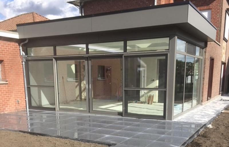Plaatsen van terrasvloer, klinkerwerken en nieuwe veranda (9/10)
